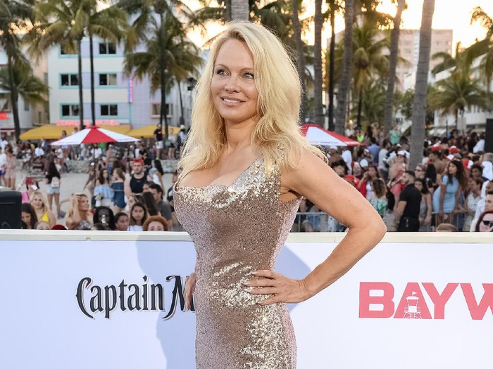 CANNES, FRANCE - MAY 20:  Actress Pamela Anderson attends the 120 Beats Per Minute (120 Battements Par Minute) screening during the 70th annual Cannes Film Festival at Palais des Festivals on May 20, 2017 in Cannes, France.  (Photo by Andreas Rentz/Getty Images)