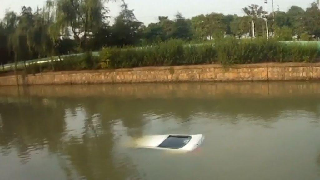 Mobil Masuk Sungai Bogowonto Purworejo, 2 Tewas dan 3 Selamat
