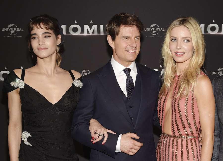 Tom Cruise Dikelilingi Wanita Cantik di Premiere The Mummy