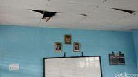 Gedung sekolan SMP N Erambu terhitung lebih baik dibanding sekolah-sekolah lain di pelosok Merauke.