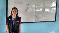 Evi, guru muda yang mengabdi di SMP N Erambu.