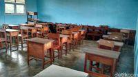 Kelas sudah kosong saat kami berkunjung ke sekolah ini.