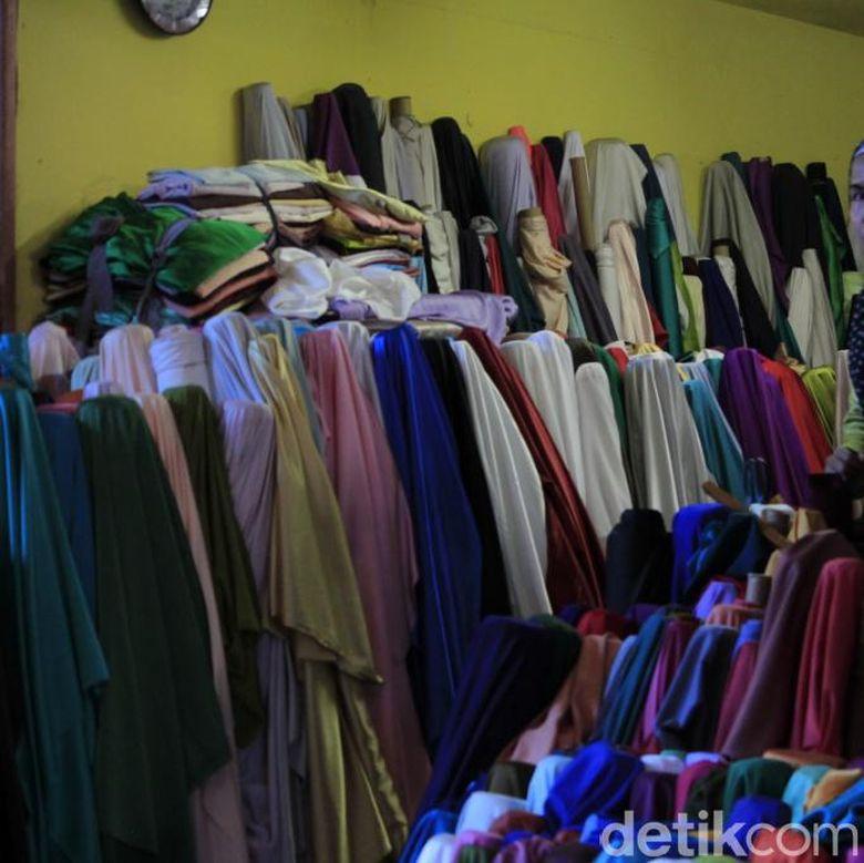Belanja Kain Murah Meriah Di Kawasan Tekstil Cigondewah Bandung
