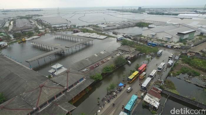 Banjir rob di Terminal Terboyo Semarang, Jumat (2/6/2017).