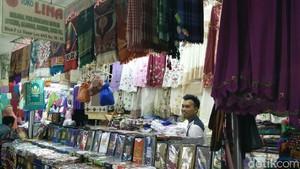 Pedagang Baju Muslim Tanah Abang: Orang Belanja Tunggu THR Cair