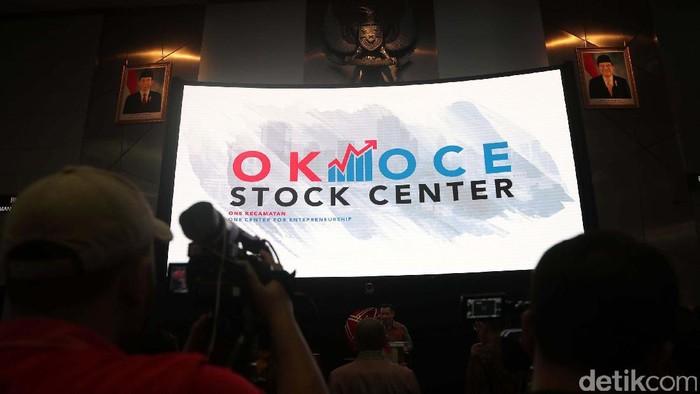 Peluncuran Program Ok Oce Stock Centre   Wakil Gubernur DKI terpilih Sandiaga Uno hari ini meluncurkan OK OCE Stock Center dan membuka perdagangan saham di Bursa Efek Indonesia, Jakarta, Jumat (02/06/2017).  Kedatangan Sandiaga Uno ini untuk meluncurkan program OK OCE (One Kecamatan One Center for Entrepreneurship) Stock Center yang telah diresmikan pada April 2017 lalu. Grandyos Zafna/detikcom