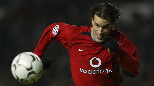 Ruud van Nistelrooy adalah salah satu rekrutan mahal yang dilakukan Manchester United.