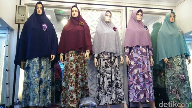 Awal Ramadan Busana Ini Laris Diborong Ibu Ibu Di Pasar