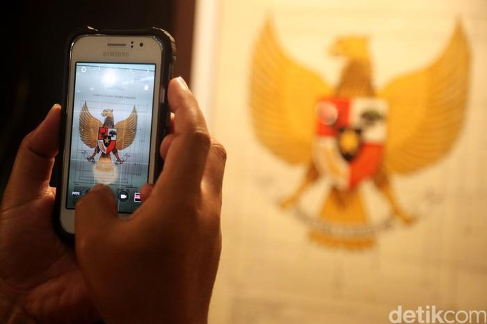 Peringati hari lahirnya Pancasila, Kemendikbud menggelar Pameran Arsip Lahirnya Pancasila di Museum Nasional. Apa saja yang dipamerkan? Simak foto-fotonya berikut ini.
