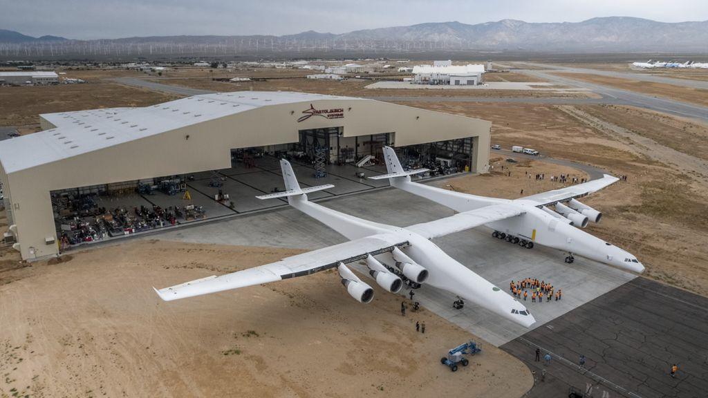 Kabar tak menyenangkan datang dari Stratolaunch Systems, yaitu perusahaan pembesut pesawat terbesar di dunia bernama Stratolaunch. Foto: Stratolaunch