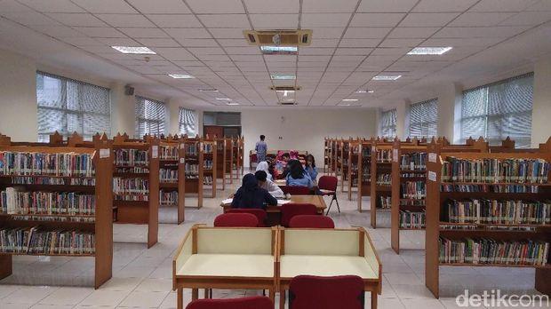 Perpustakaan Islamic Center di Kramat Tunggak.
