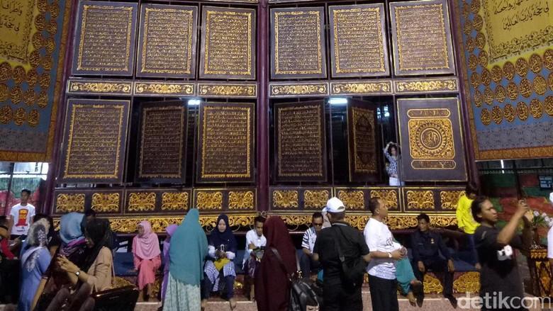 Al quran Raksasa di Ponpes Modern Gandus, Palembang