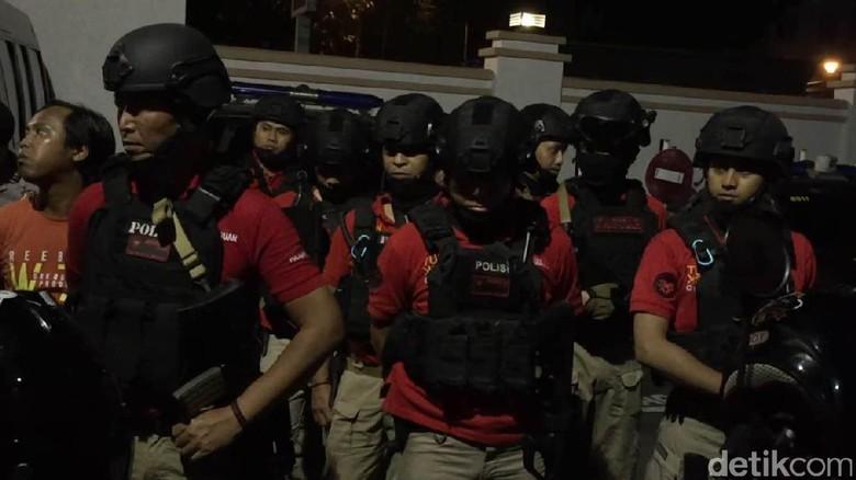 Hiii! Polisi Gerebek Rumah di Depok karena Ada Jeritan, Ternyata Tak Ada Orang