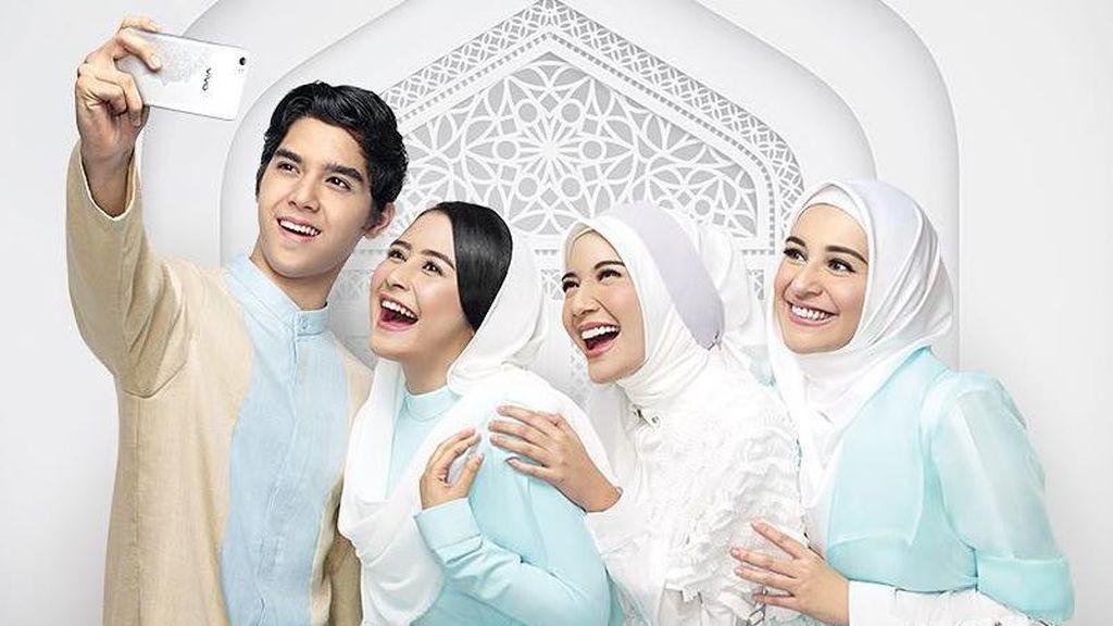 Momen Berbagi Prilly dan Al Ghazali di Bulan Suci