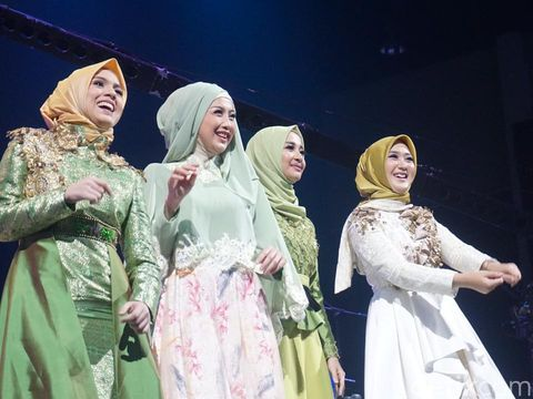 Foto: <i>Fresh!</i> Gaya Hijab Serba Hijau Laudya Cynthia Bella Sampai Nycta Gina