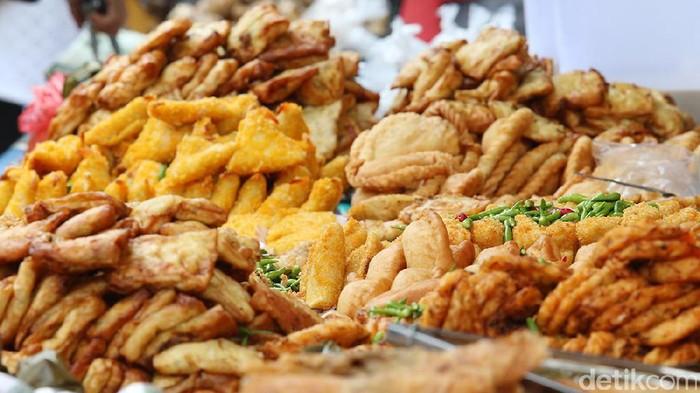 Harga gorengan terancam naik. Foto: Ari Saputra