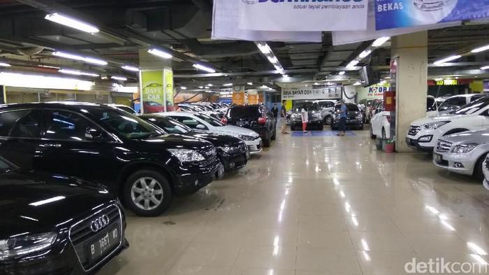 Jual Beli Mobil Bekas di WTC Mangga Dua