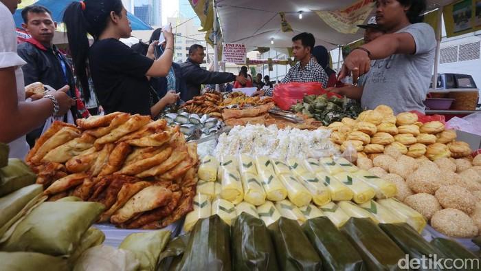 Pasar takjil di Bendungan Hilir yang selalu ramai saat Ramadan (Foto: Ari Saputra)