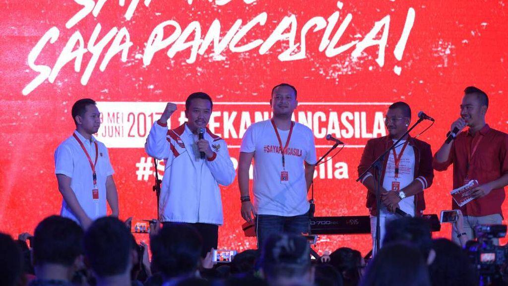 Ketika Menpora Bacakan Puisi Indonesia Tanah Sajadah