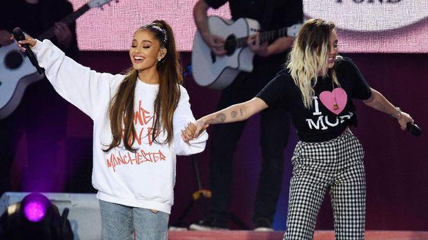 Ariana Grande dalam konser 'One Love' di Manchester, Inggris.