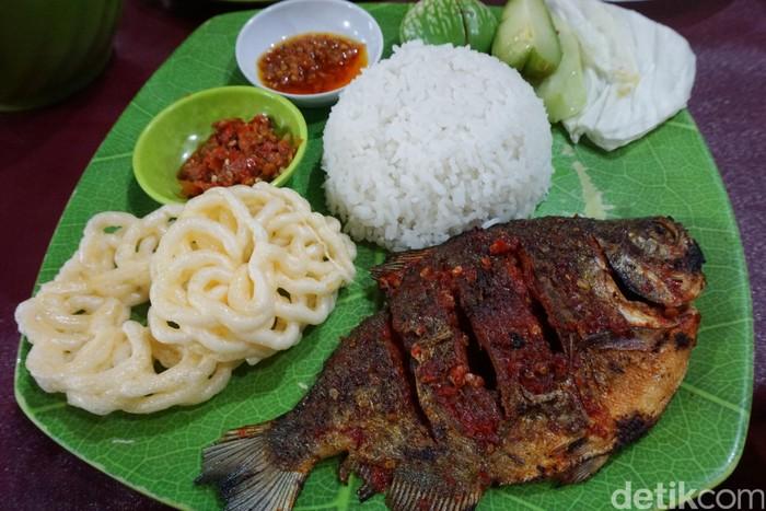gambar ikan cupang gambar ikan bawal bakar Resepi Ikan Bawal Bakar Bumbu Kuning Enak dan Mudah