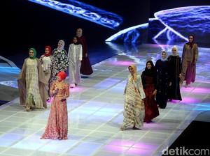 Foto: Parade Hijabers Cantik Pakai Rancangan Desainer Indonesia