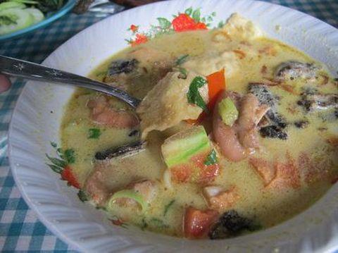 Soto betawi yang hangat, enak dinikmati dengan nasi.