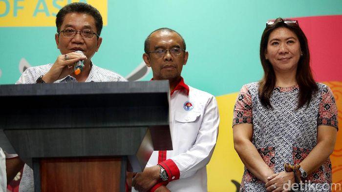 Achmad Budiharto (kiri) sekjend PBSI (Rengga Sancaya/detikSport)