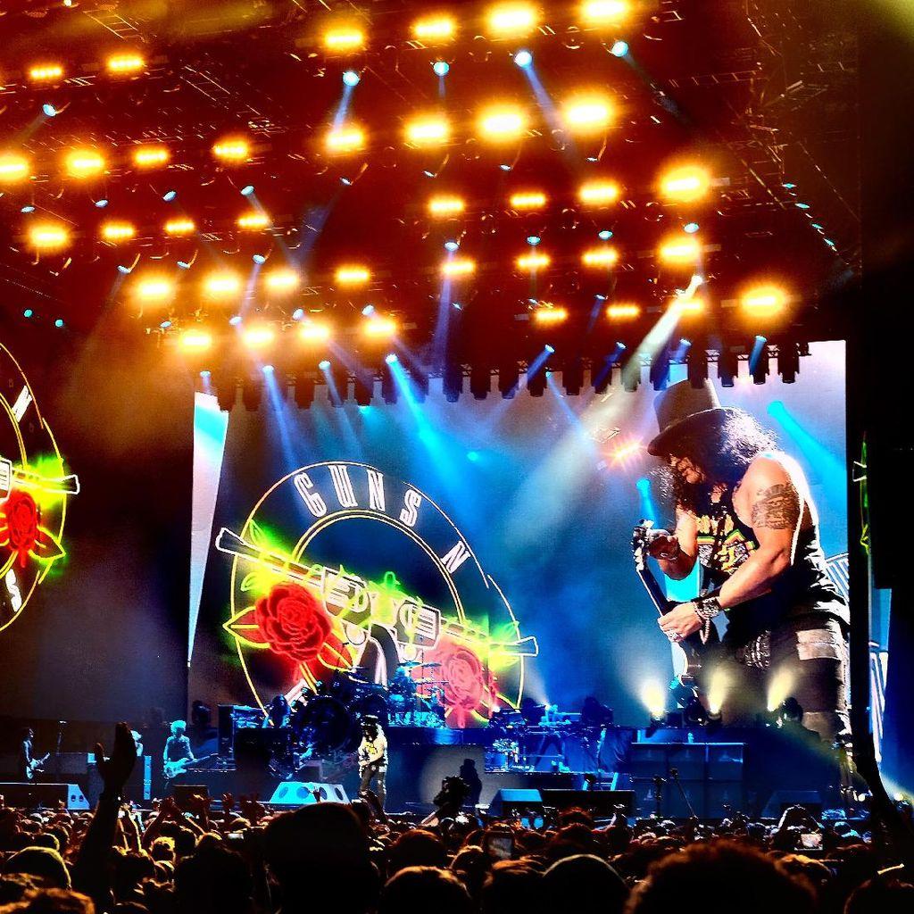 Jelang Konser di Jakarta, GNR Rilis Klip yang Tertunda 30 Tahun