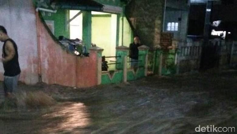 Hujan Guyur Garut Sejak Senin Sore, Sejumlah Rumah Terendam Banjir