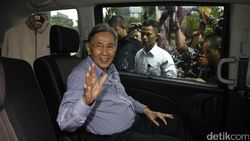 Kisah Kedekatan Kwik Kian Gie dengan Ayah Prabowo