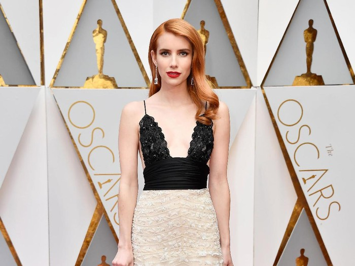 HOLLYWOOD, CA - FEBRUARY 26:  Actor Emma Roberts attends the 89th Annual Academy Awards at Hollywood & Highland Center on February 26, 2017 in Hollywood, California.  (Photo by Frazer Harrison/Getty Images)