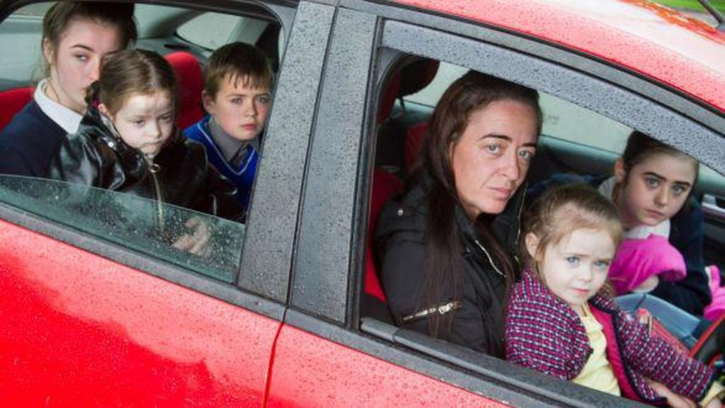 Miris, Ibu 5 Anak Ini Harus Tinggal di Mobil