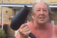 Suka Kebut-Kebutan di Jalan? Hati-Hati di Stop Nenek Ini Pakai Hairdryer