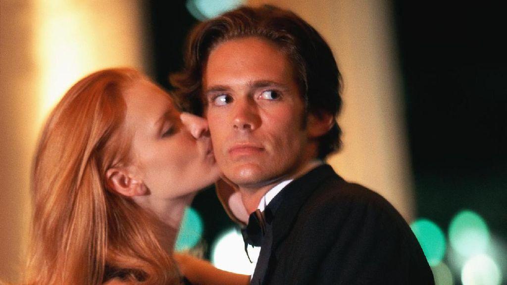 Wanita Ini Tetap Menikah dengan Kekasih yang Nyaris Perkosa Bridesmaid
