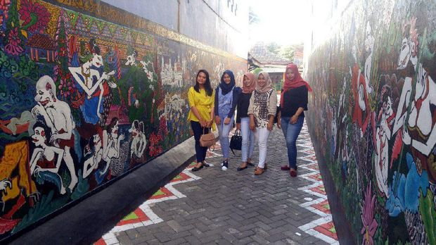Mural terbentuknya Kota Semarang di Kampung Batik (Angling/detikTravel)