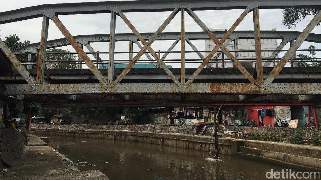 Nasib Jalur KA Belanda di Salemba: Rel Jadi Pembatas Jalan