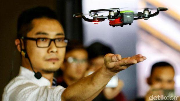 Menjajal Drone Mini DJI Spark, Seperti Apa?