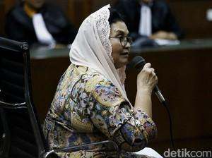 Bacakan Pledoi, Eks Menkes Siti Fadilah Teteskan Air Mata