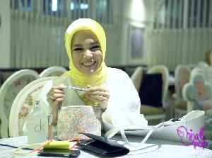 Video: Intip Tas Dewi Sandra, Ada Foto Suami Hingga Bon Bekas