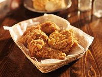 Gara-gara Bawa 2 Potong Fried Chicken, Turis Ini Didenda Rp 14 Juta!