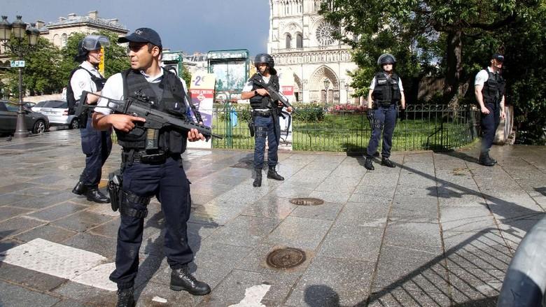 Hendak Diserang Pakai Palu, Polisi Tembak Seorang Pria di Paris