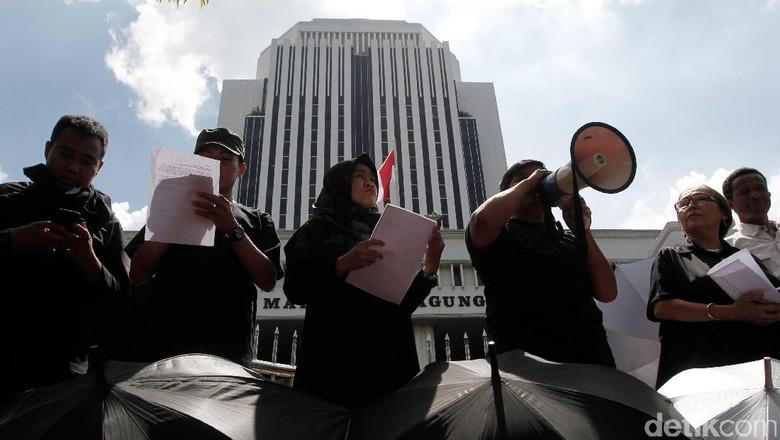 Refleksi Hukum 2018: Robohnya Benteng Keadilan Bernama MA