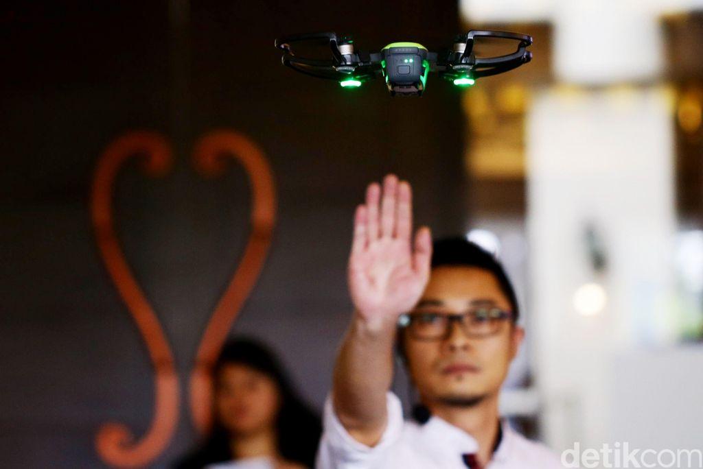 Spark adalah drone terbaru DJI yang bentuknya paling mini, dan bisa dibilang paling mudah digunakan. (Foto: Hasan Al Habshy)
