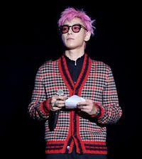 7 Gaya Fashion Eksentrik T.O.P Big Bang Sebelum Tersangkut Kasus Narkoba