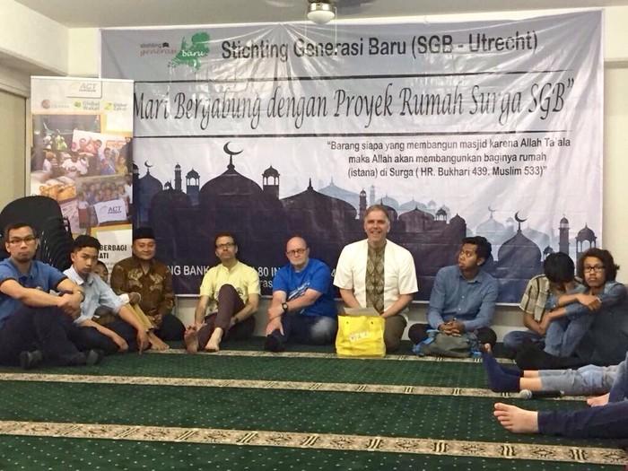 Komunitas muslim Indonesia di Utrecht berbuka puasa bersama. Sedang berikhtiar mendirikan masjid Indonesia. (Ristiyanti Ha)ndayani