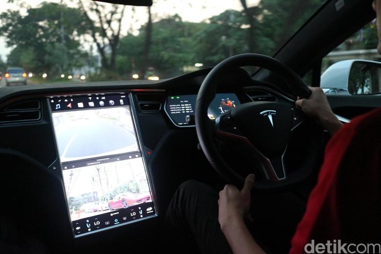 Interior Tesla Model S. Foto: Dina Rayanti