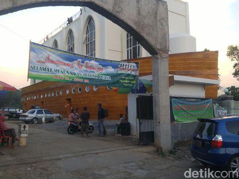 Masjid kapal ini viral di medsos (Angling/detikTravel)