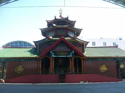 Dua Masjid Mirip Kelenteng di Indonesia