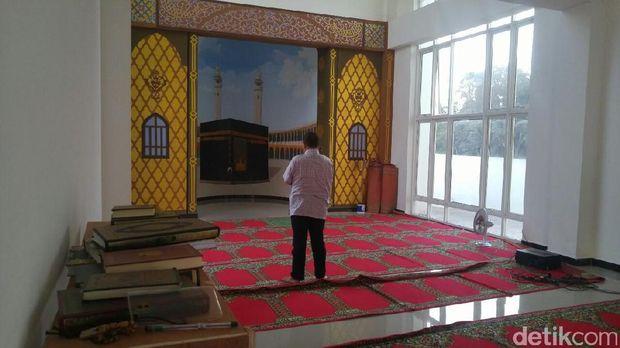 Ruang salat di dalam masjid kapal (Angling/detikTravel)